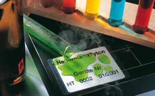 Labels with high resistance to water, alcohol, oils and solvents