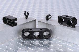 将管道卡入 CTC 管夹中并牢固固定。