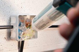 1-Komponenten Gel in Kartusche, sofort gebrauchsfertig und bereits vernetzt.
