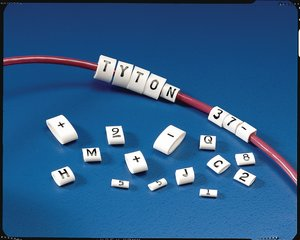 Un produit simple pour des besoins en marquage complexes.