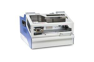 Platzsparend und einfach zu bedienen: Das Edelstahlprägesystem M-BOSS Compact.