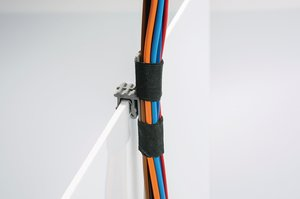 Cables and leads can be fastened with a cable tie or adhesive tape to the bar of the mounting element.