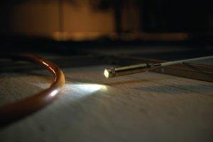Насадка - фонарик позволяет осветить тёмные помещения во время монтажа.