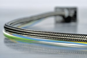HEGEMIPV0 braided sleeve: EMI protection with enhanced flame retardance.