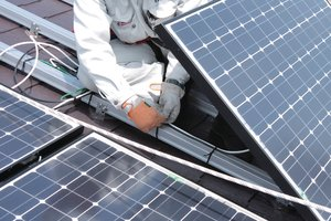 Cable Ties for bundling wires in solar power systems GL250 (111-01265) | HellermannTyton