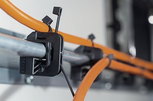 The Beam Clamp can be fixed onto a beam with a wedge. Up to two bundles can be routed on the top or rear side of the clamp.
