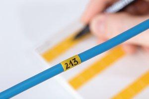 HELASIGN Kabellaminieretiketten zur schnellen und einfachen Leitungs- und Kabelmarkierung.