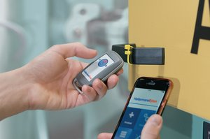 RFID-iOS reader – handheld reader for high frequency (HF) transponders.
